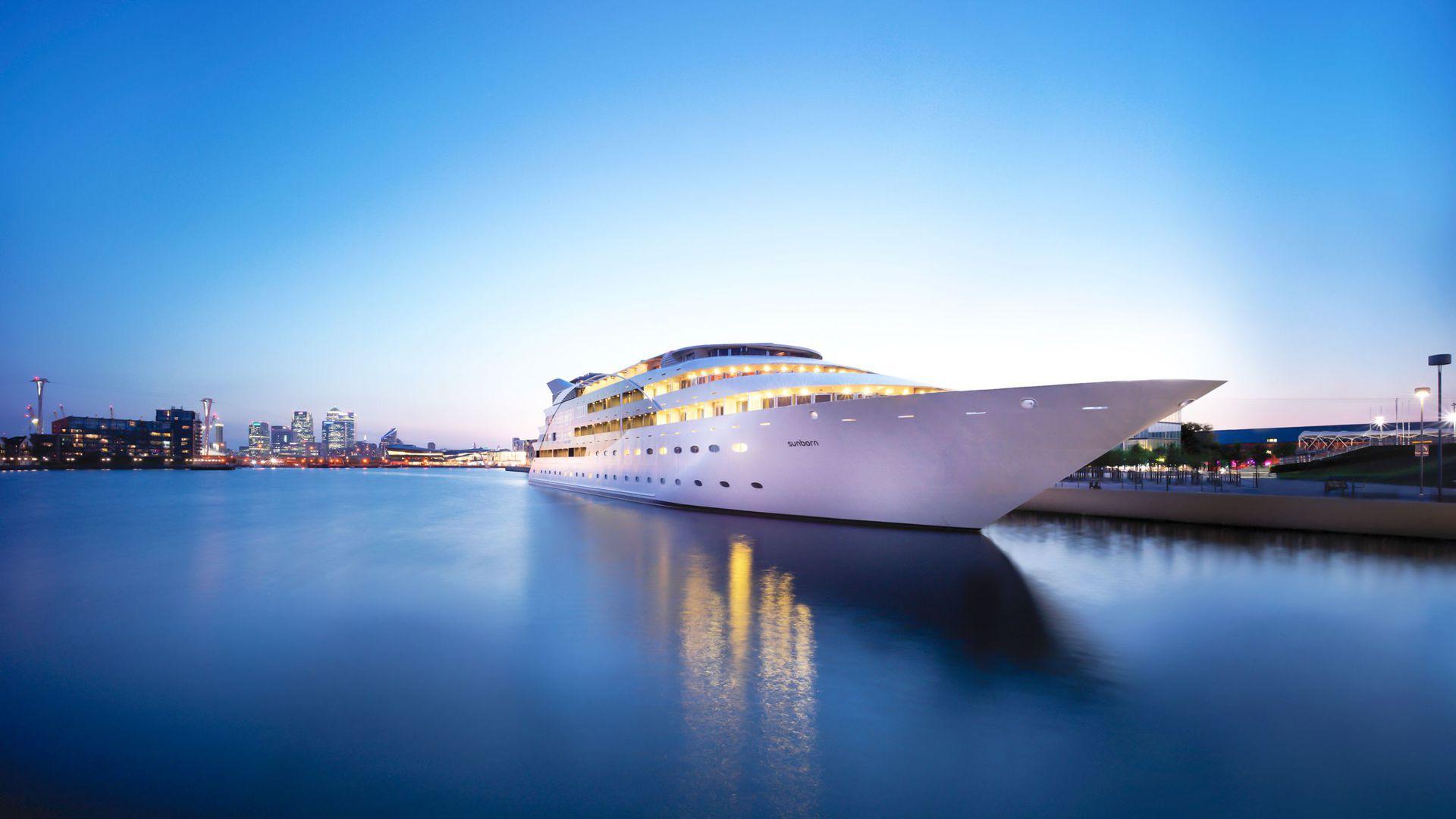 Sunborn Yacht Hotel London