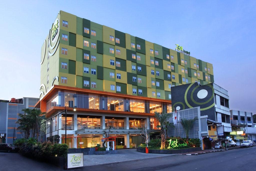 Zest Hotel Bandung facade
