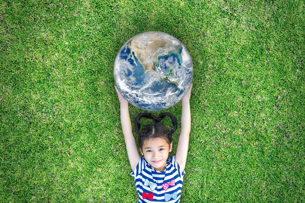 Kid, holding a globe - Hilton Hotels