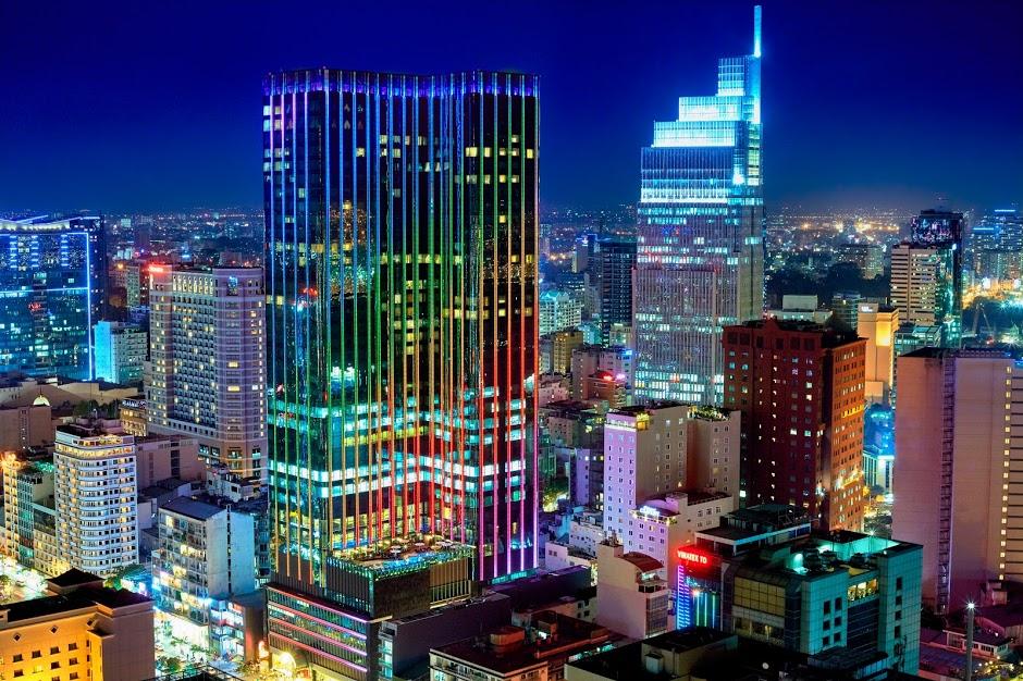 Vẻ đẹp kiêu kì bên ngoài của Khách sạn The Reverie Sai Gon sở hữu 2 mặt tiền