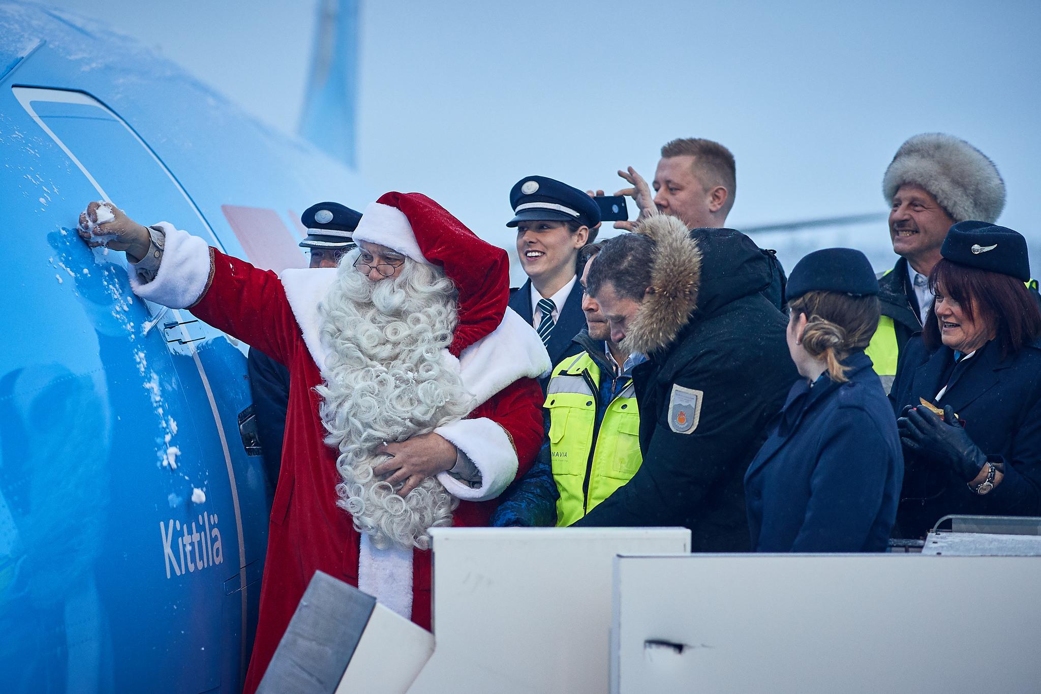 Santa and TUI 787-9