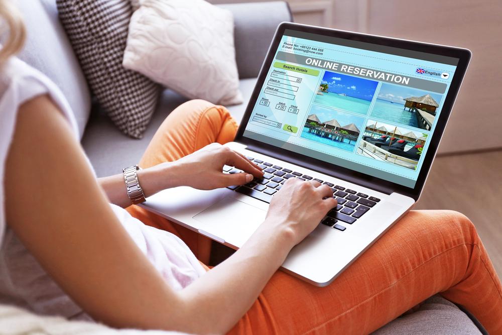 KAYAK booking online