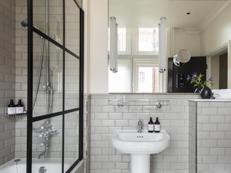 IHG - bathroom amenities
