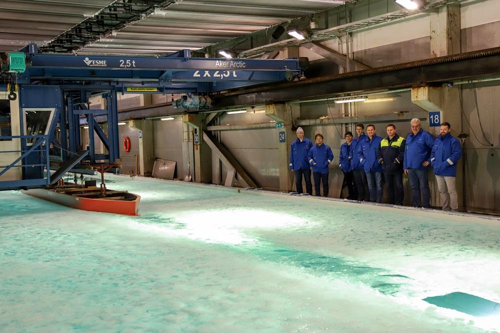 Seabourn Venture - Ice tank test