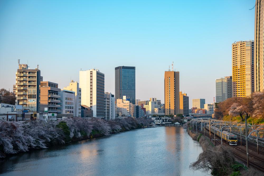 WMB Travel Pro River-bank-from-Akasaka-Mitsuke-Station-to-Yotsuya-Station-Japan Prime 4 biking routes in Tokyo