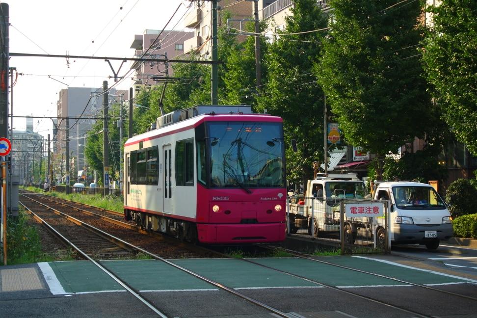WMB Travel Pro Small_tram_approaching_station Podcast: Toden Arakawa Tramway Tokyo